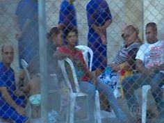 Negociação com presos rebelados que mantêm reféns é suspensa em SE