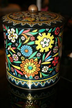 Daher vintage tin by 6chixDesigns on Etsy, $15.00