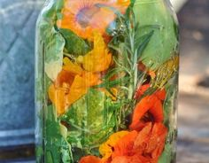 Glass Vase, Diy, Food, Decor, Spices And Herbs, Fried Cabbage Recipes, Cress, Ornamental Plants, Decoration