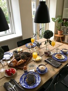 wooden table and black lamps Food N, Good Food, Food And Drink, Yummy Food, Table Design, Aesthetic Food, Breakfast In Bed, A Table, Brunch