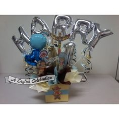 Table centrepiece or buffet piece for a 1st birthday. Cowboys and Indians theme. Add the name of the birthday person to the comments section at checkout. Price includes a 4 letter name. Each letter in excess to 4 has an extra charge of $2.75AUD    Air fill arrangement, No helium.    Perfect for a buffet or cake table. $35.00