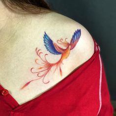 The tattooing world has very few favorites. Phoenix bird is one of them. Do you know where this interesting picture comes from? What is the symbolic significance of this awesome picture? Bird Tattoos For Women, Red Bird Tattoos, Small Phoenix Tattoos, Small Tattoos, Time Tattoos, Sleeve Tattoos, Tatoos, Pretty Tattoos, Cool Tattoos
