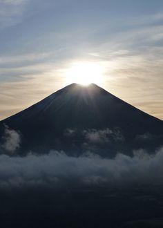 Beautiful Scenes of the Rising Sun and Mt. Fuji / Tokyo Pic #富士山 #ユネスコ #静岡県  #世界遺産 #UNESCO