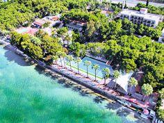 Omer Holiday Resort ligt prachtig verscholen in een mooie tuin met vele pijnbomen. Het resort is keinschalig en de kleine bungalowhuisjes die verspreid liggen door het park zorgen voor een prima sfeer. Voor de families zijn er ruime familiekamers beschikbaar. Het verblijf in hotel Omer Holiday Resort is op basis van all inclusive.  De goede ligging, direct aan zee, het ruime zwembad met glijbanen zorgen ervoor dat u hier ontspannen kunt genieten. Officiële categorie ****