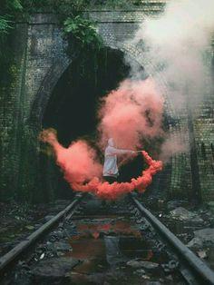 Smoke bomb photography tips and ideas for beginning photographers. Learn how to use a smoke grenade and where to buy smoke bombs in order to make your portfolio allocate among others. Smoke Bomb Photography, Grunge Photography, Creative Photography, Photography Tips, Portrait Photography, Photography Aesthetic, Tumblr Photography Hipster, Photography Reflector, Poetry Photography