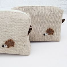 Mini box pouch - Herringbone linen and needle felted hedgehog. via Etsy. Hedgehog Craft, Cute Hedgehog, Felt Pouch, Felt Applique, Cute Creatures, Pin Cushions, Needle Felting, Sewing Crafts, Crafty