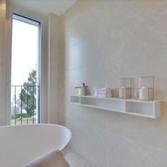 Modern Bathroom design with shelf from Duravit #duravit #selectlivinginteriors #bathroomdesign #bathroomshelf Duravit, Modern Bathroom Design, Bathroom Shelves, Shelf, Interior, Home, Bathing, Homes, Bathroom Wall Shelves