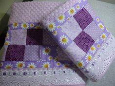 Conjunto toalha de banho + toalha de rosto, toalha de ótima qualidade, aplicação de patchwork na cor de sua preferência, barrado de laise e passa fitas, trabalho artesanal.