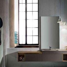 """""""Lo stile contemporaneo abbraccia e si fonde con la filosofia minimalista degli anni '80 prediligendo la funzionalità e la razionalità degli arredi. Le case si vestono di sobria semplicità, le forme geometriche e le superfici lineari si impreziosiscono di elementi di design di tendenza. La cura dei dettagli, la scelta dei materiali, la vasta gamma di moduli, accessori e complementi permettono di arredare con gusto anche un bagno o lo spazio lavanderia."""""""