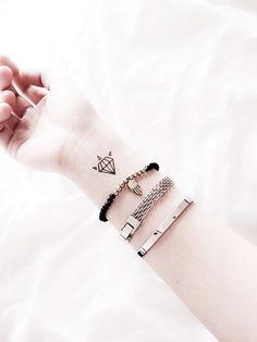"""""""80% der Leute, die sich ein Mini-Tattoo stechen lassen, sind Frauen."""" Mehr"""