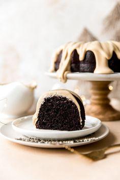 Espresso Cake Recipe, Coffee Cake Recipe Bundt, Espresso Dessert, Chocolate Espresso, Coffee Dessert, Mint Chocolate, Chocolate Chips, Dessert Table, Holiday Desserts