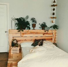 Minimalist Bedroom Design for Modern Home Decor - See more ideas about Blue pallets, Bedroom design gold and Color schemes for bedrooms. Dream Rooms, Dream Bedroom, Home Bedroom, Bedroom Decor, Bedroom Ideas, Bed Ideas, Design Bedroom, My New Room, My Room
