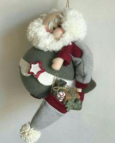 Papá Noel.moderno Sewn Christmas Ornaments, Christmas Sewing, Christmas Love, Christmas Themes, Handmade Christmas, Christmas Stockings, Christmas Crafts, Christmas Decorations, Holiday Decor