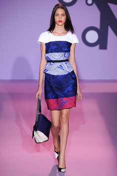 See the complete Andrew Gn Spring 2015 Ready-to-Wear collection.