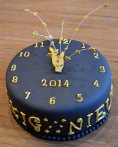 New Year s Eve Clock Cake  To view the tutorial  please visit http     Happy New Year cake