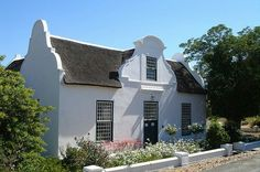Cape Dutch Colonial Architecture, Historical Architecture, Architecture Design, South African Homes, African House, Bay Area Housing, Small Tiny House, Small Houses, Cape Dutch