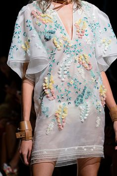 >> A mix of well-known and lesser-known designers ◇ haute couture ◇ fashion week and outlandish fashion in different colors ☼ Fashion Week, Fashion 2017, Look Fashion, Fashion Details, Runway Fashion, High Fashion, Fashion Show, Womens Fashion, Fashion Design
