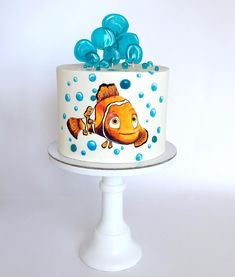 Яркий! Морской! Наверно все догадались) Немо! Для маленького любителя морских приключений и очень красочного мультика!