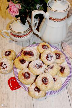 Ciasteczka z kaszy manny z marmoladą | Słodkie okruszki French Toast, Cereal, Muffin, Breakfast, Food, Morning Coffee, Essen, Muffins, Meals