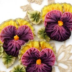 Ruffled Metal and Ombre Ribbon Pansy von Ribbonflowers auf Etsy