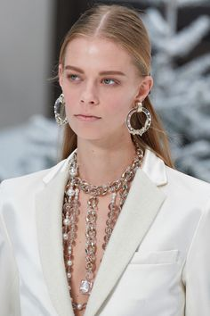 Chanel Fall 2019 Ready-to-Wear Collection - Vogue Maxi Collar, Fall Collection, Fashion Accessories, Fashion Jewelry, Chanel News, Coco Chanel, Moda Paris, Fall Jewelry, Jewelry Box