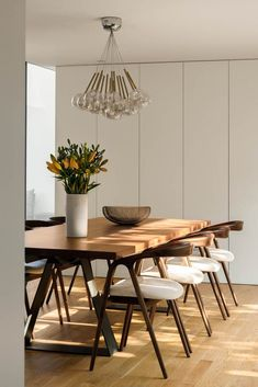 Dinning Table Design, Dining Area, Dining Chairs, Dining Table, Dining Rooms, Wood Table, Dining Room Inspiration, Home Decor Inspiration, Dinner Room Table
