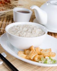 One can never go wrong when making Congee Rice. Prepare Congee Rice creamy and thick like porridge, slightly watery for a soup texture or sweet for a dessert or breakfast dish. Simply put, Congee rice equals comfort! #chineserecipes #congeerice #yummy http://www.chineserecipes.com/vegetarian/congee-rice