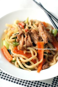 Korean Style Stir Fried Udon Noodles with Chicken and Vegetables. Delicious, savory, sweet and juicy chicken udon recipe. Korean Noodles, Udon Noodles, Chicken And Vegetables, Veggies, Korean Dishes, Korean Food, Korean Rice, Asian Recipes, Ethnic Recipes