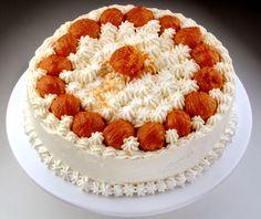 St. Honoré - Famosa especialidade francesa recheada de creme de baunilha decorada com bombinhas caramelizadas e creme chantilly