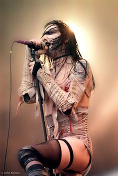 best moment of Marilyn Manson in Dynamo open aire 1997 with Lunchbox, cake of sodomy, the beautiful people and hits of 90s rock-industrial'