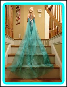 DIY Elsa Dress from curtain sheer. This is so adorable! Awesome for your little girl obsessed with Elsa and Frozen! Fun for dress up or Halloween! Hallowen Costume, Diy Costumes, Halloween Diy, Women Halloween, Halloween Candy, Frozen Party, Frozen Birthday, Frozen Movie, Elsa Dress