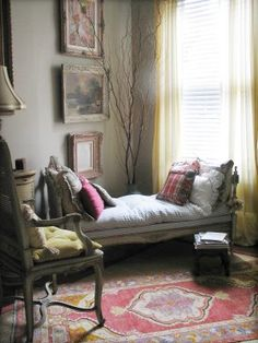 Yes! I want to curl up with a book here!  Roses and Rust: fainting couch