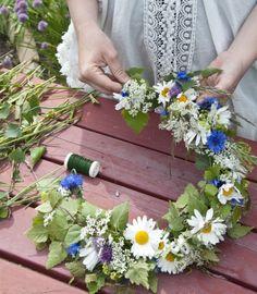 Traditional scandinavian wreath for the midsummer - Floral Garden Ideas Midsummer's Eve, Scandinavian Garden, Swedish Style, Beltane, Flower Garlands, Summer Solstice, Summer Wreath, Summer Fun, Summer Themes