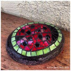 Mosaic Rocks, Stone Mosaic, Mosaic Glass, Mosaic Diy, Mosaic Garden, Mosaic Tiles, Hand Painted Rocks, Painted Stones, Stone Game
