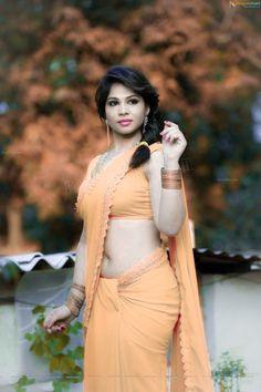 Beautiful Saree, Beautiful Indian Actress, Low Waist Saree, Indian Navel, Saree Backless, Indian Goddess, Simple Sarees, Elegant Girl, Sexy Hips