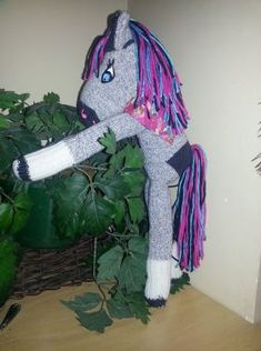 One day I was scrolling thru things to make for my grandson for Christmas. I came across this cute sock horse that was make just like a sock monkey. Now that Christmas is almost upon us I figured… Sock Monkey Pattern, Sock Monkey Baby, Sewing Stuffed Animals, Sock Toys, Sock Animals, Cute Socks, How To Make Clothes, Baby Car Seats, Wings