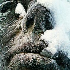 Pesäpallopatsaan talvi.
