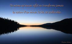 De même qu'aucun reflet ne transforme jamais la nature d'un miroir, la nature du Soi est inaltérable.