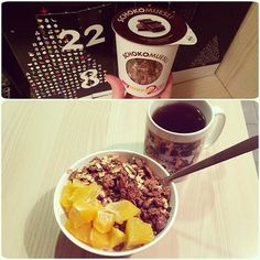 Number 22 of my muesli advent calendar   was a chocolate  muesli  with an orange  and a cup of herbal tea        #fit#fitfam#fitspo#fitfood#fitgirl#fitlife#fitfood#fitnessfood#fitnesslifestyle#powerfood#powerbreakfast#brekkie#cereals#oats#startyourdayright#protein#vitamines#veggie#vegetables#eatclean#clean#cleaneating#stayfit#staystrong#workoutfood#health#healthy#healthyfood#healthygirl#healthyliving#fruits by quarkschnitte