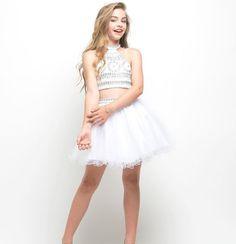 cd151514f0c42 12 Yaş Abiye Elbise, Mezuniyet Elbise Modelleri Beyaz Kısa İki Parça Göbeği  Açık Halter Yaka Balerin Etek