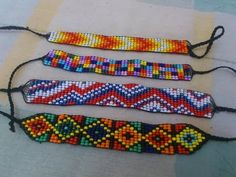 PULSERA SIN TELAR//HUICHOL - YouTube Peyote Patterns, Loom Patterns, Beading Patterns, Bead Loom Bracelets, Woven Bracelets, Seed Bead Jewelry, Macrame Jewelry, Wire Crafts, Jewelry Crafts