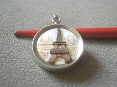 Antiker Anhänger Silber 800 Eiffelturm in Paris aus Perlmutt und 2 Soldaten | eBay, sold for £14.72