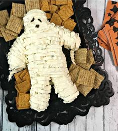 30+ 'Killer' Halloween Party Food Ideas 2019 Halloween Party Snacks, Halloween Appetizers, Halloween Cookies, Scary Halloween, Halloween Decorations, Halloween 2020, Halloween Food Ideas For Kids, Freak Show Halloween, Halloween Foods