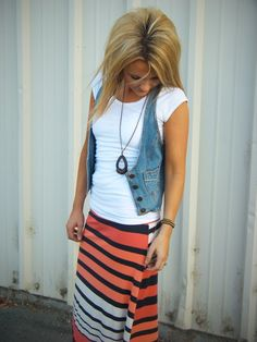 Cute skirt with vest and necklace
