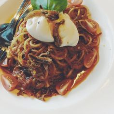 This is a cross between Mee kuah (yang pedas) and an Aglio olio! Pasta Sambal Minang only available at @SukaSucreBistro. Come today or this weekend! #SukaSucreBistro #imranajakmakan