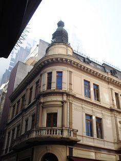 Edificação do Largo do Café, esquina com as Rua São Bento e Rua do Comércio. Centro de Sâo Paulo