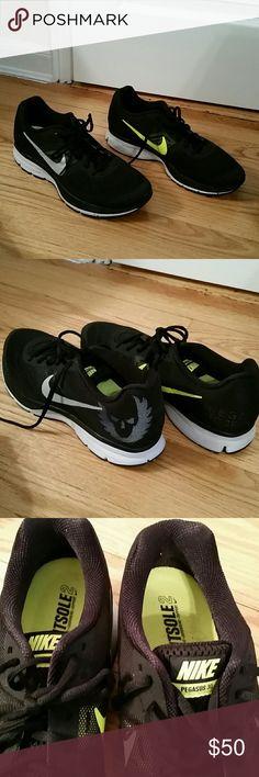 Mens Nike Air Pegasus 30 running sneaker Nike Air Pegasus 30 running sneaker. Size 10. Like new. Barely worn. Very comfortable. Great looking. Nike Shoes Sneakers