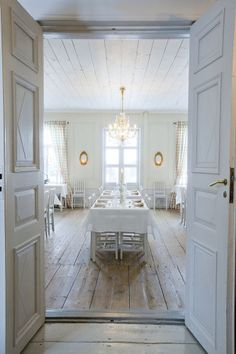 Inkoo, Finland: Dining room in a mansion Swedish Style, Swedish Design, Scandinavian Style, Scandinavian Interiors, Scandi Style, Hotel World, White Houses, Small Houses, Interior And Exterior