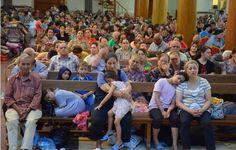 Paraclitus Ontem  MULTIDÕES DE CRISTÃOS PASSAM A NOITE JUNTOS EM IGREJAS NO IRAQUE, PARA EVITAREM DE SEREM ASSASSINADOS PELO CALIFADO ISLÂMICO.