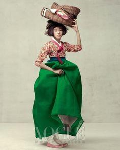 한복 hanbok, Korean traditional clothes Traditional Clothes, Korean Traditional Dress, Traditional Fashion, Modern Traditional, Fashion Images, Fashion Art, Editorial Fashion, Fashion Design, Korean Dress